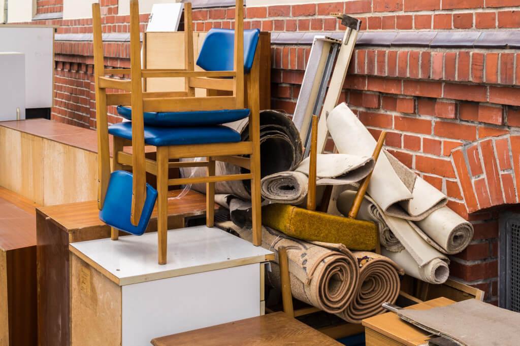 Wywóz odpadów z zagraconego mieszkania