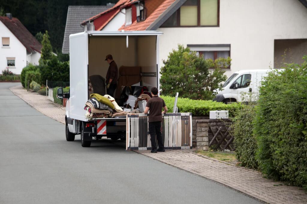 Sprzątanie mieszkania z utylizacją mebli