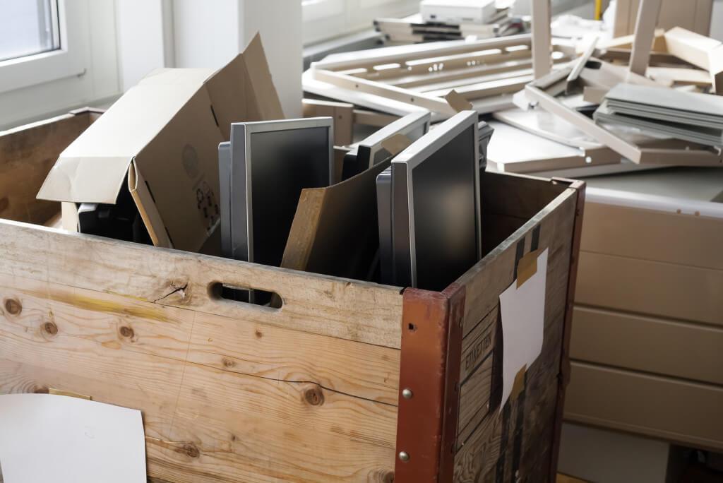 Opróżnianie pomieszczeń biura - o sprzątaniu i wywozie odpadów
