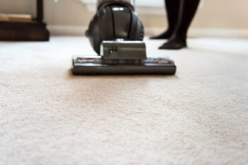 Efektywne sprzątanie mieszkania i innych pomieszczeń - poradnik