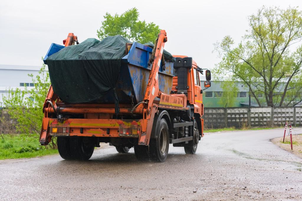Wywóz odpadów - samochodem czy kontenerowo?