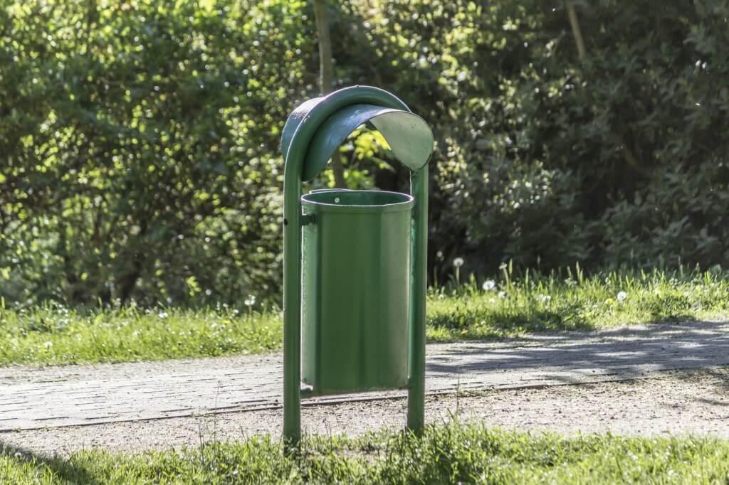 Wyrzucanie gruzu do śmietnika - wysokość mandatu