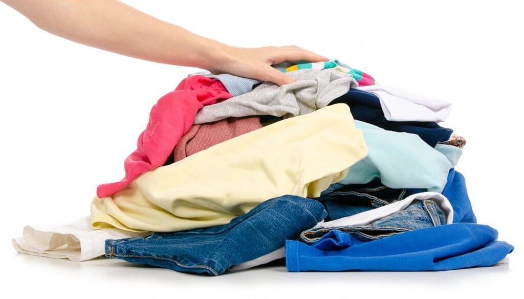 Gdzie wyrzucać stare, zniszczone ubrania - poradnik