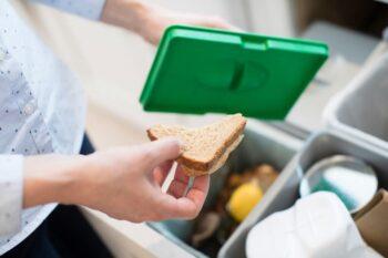 Jak segregować śmieci w domu? Poradnik