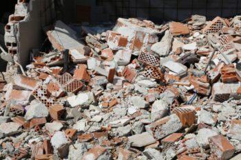 Odpady budowlane - gdzie wyrzucać i jak zamówić kontener na gruz?