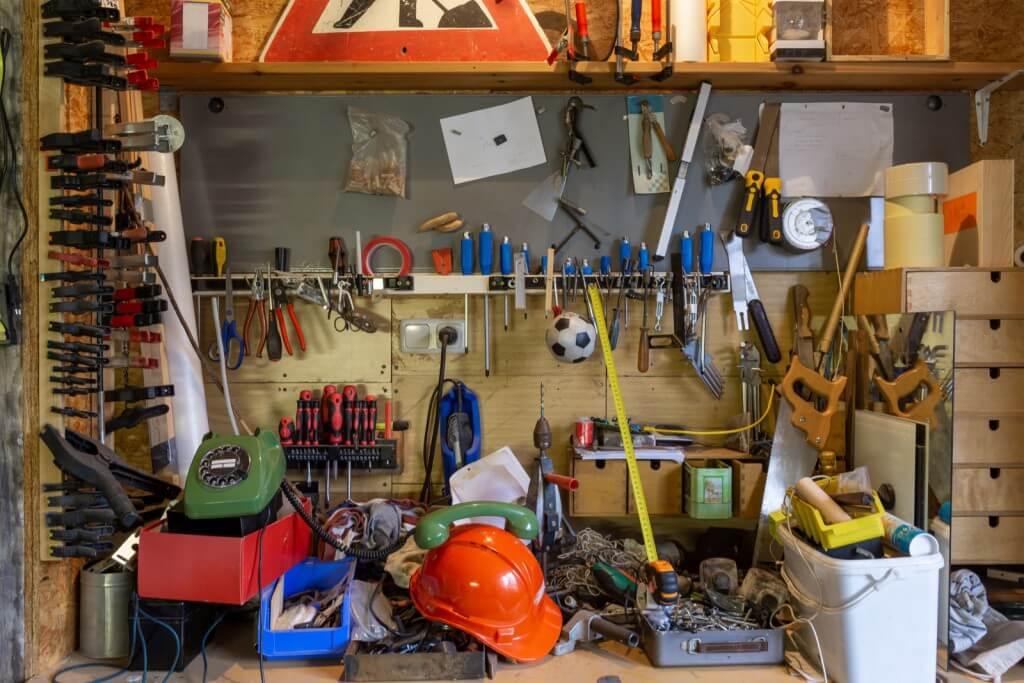 Sposoby na wiosenne porządki - o sprzątaniu strychów, piwnic i garaży
