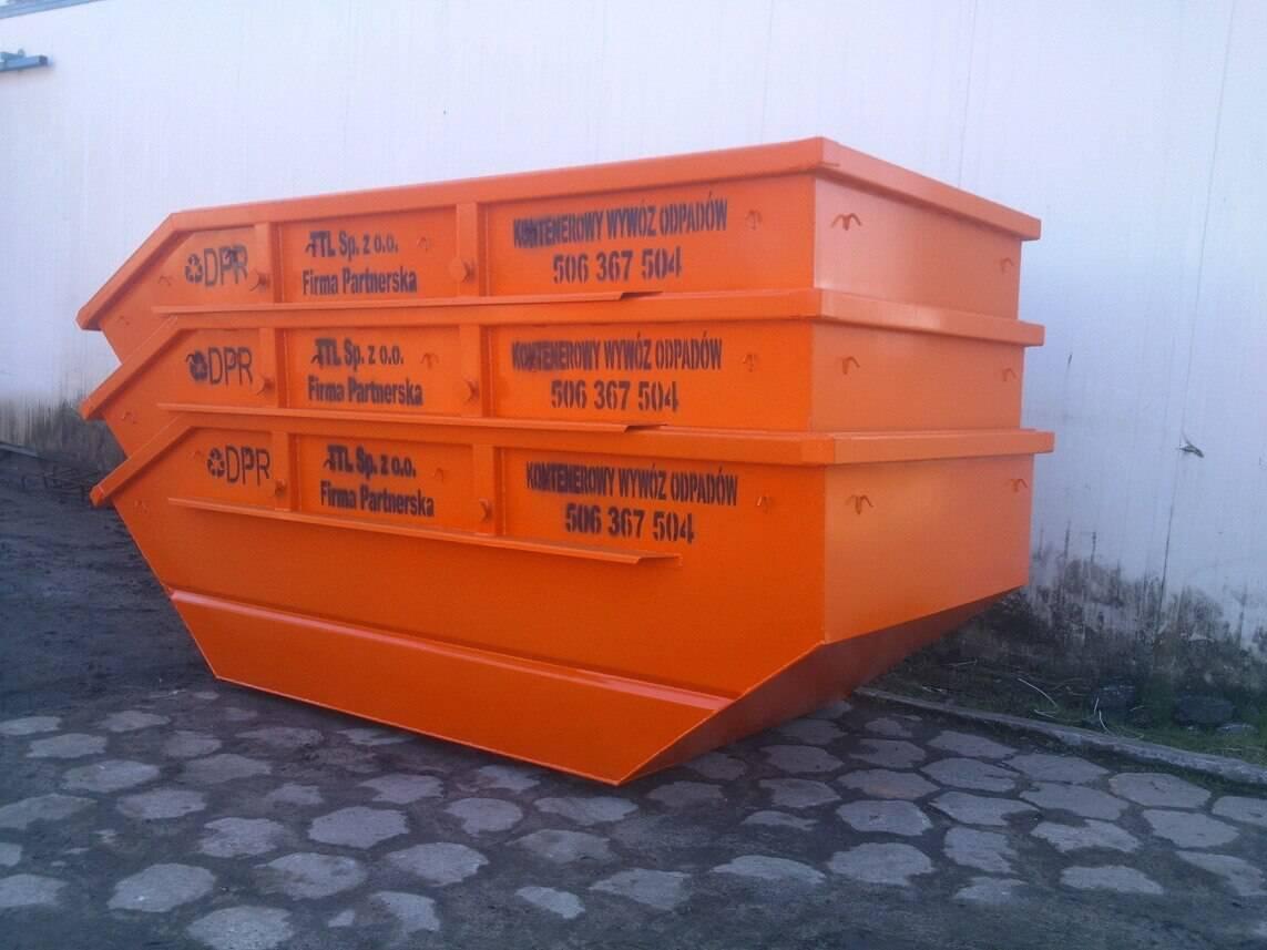 Pomarańczowy kontener na gruz i odpady