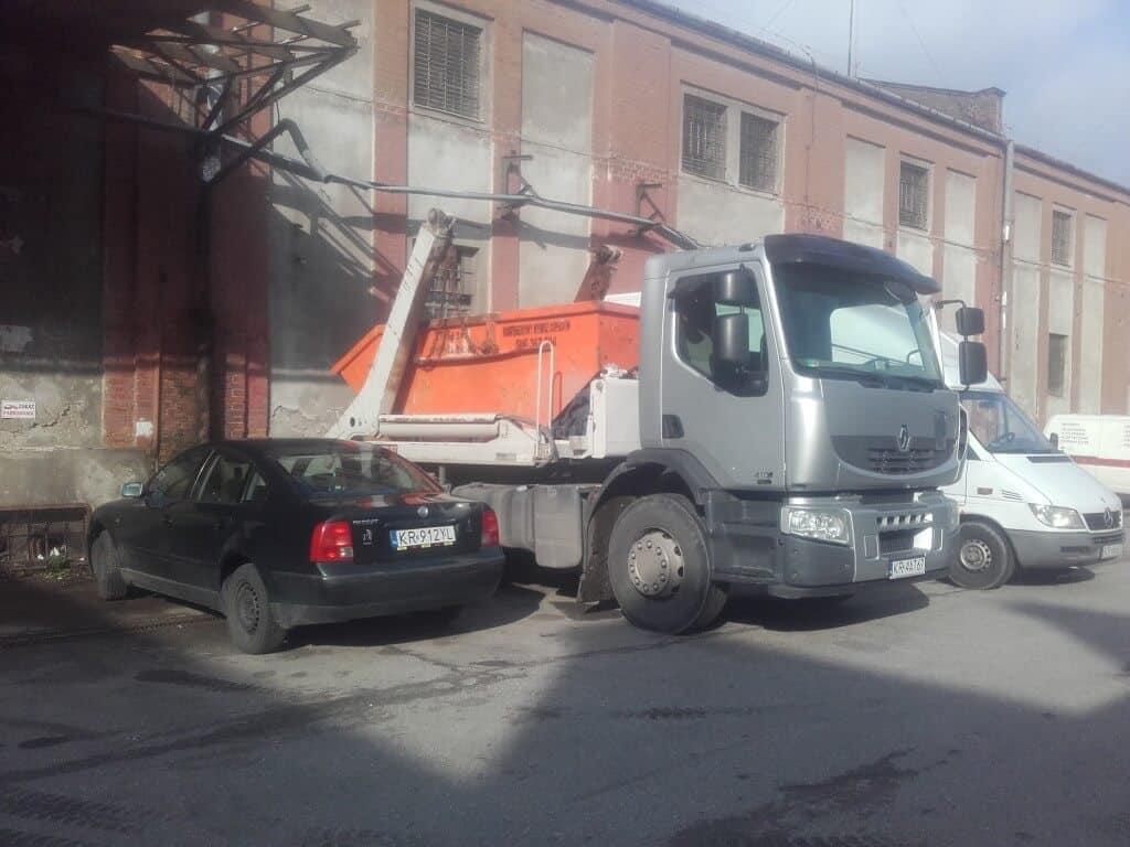 Podstawianie kontenera na odpady