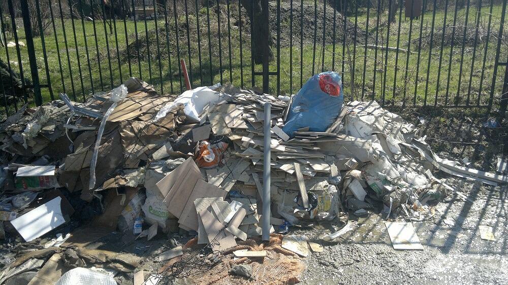 Sprzątnie podwórka, odpady zmieszane